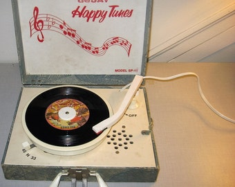 DeJay Happy Tunes SP-11 cool vintage record player, works and in good condition!