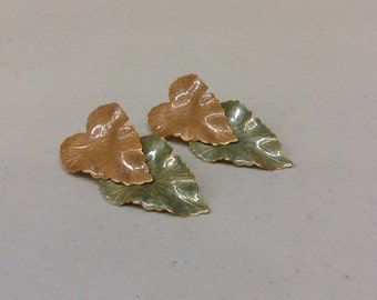 Vintage leaf design stud earrings
