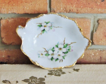 Saji fine china leaf shaped dish blossoms gilt trim pattern number 3772 mid century, high tea