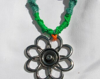Flower hemp necklace