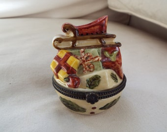 Villeroy & Boch hinged porcelain trinket box Christmas
