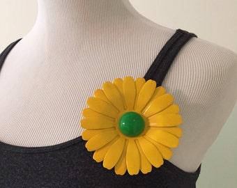 Vintage 1960s Metal Flower Child Pin/Brooch