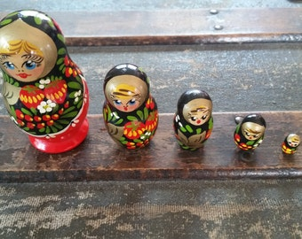 Russian nesting dolls vintage, wood nesting doll set, hand painted Russian nesting doll