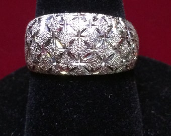 10k White Gold Diamond-Cut Band