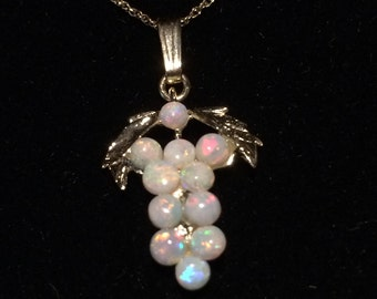 Vintage 10k Yellow Gold Opal Cluster Grape Bunch Necklace