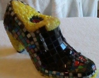 If It Fits.......Ladies size 7 black mosaic shoe
