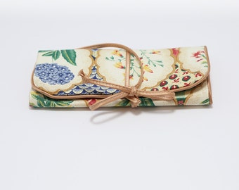 Vintage Floral Travel Jewelry Roll, Shabby Chic Accessory Holder, Vintage Jewelry Organizer