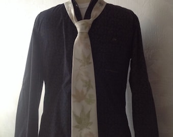 Tie silk ivory/patterns obtained by natural SAP of leaves & crafts hand made in France Japanese maple leaves.