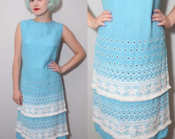 Vintage 1960's Baby Blue & White Eyelet Lace Mod Shift Dress | Small