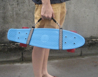 Skateboard and cruiser made hand carrying handle / / black and white geometric pattern