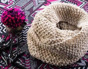 Woven wool collar.