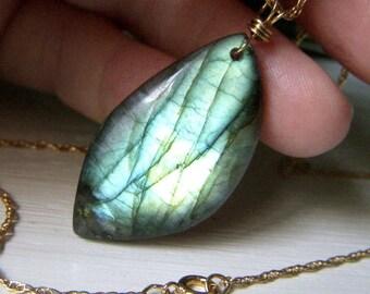 Shimmery Labradorite Necklace Goldfilled, Large Labradorite Fiery Gemstone Pendant, Gold Filled Chain, Gold Labradorite Jewelry