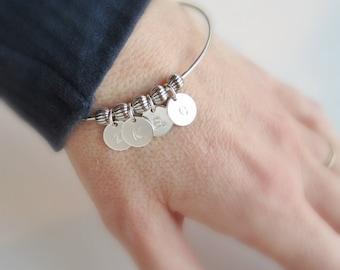 Initial bracelet Gift for mom jewelry, Mothers bracelet Childrens initials, Family bracelet Grandma bracelet Silver initial letter bracelet
