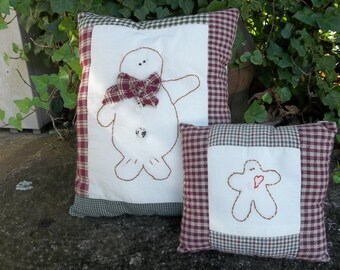 Primitive Christmas Pillows Handmade Quilt Pillows Christmas Decorations Farmhouse Pillows Primitive Stitching Gingerbread Men Set of 2