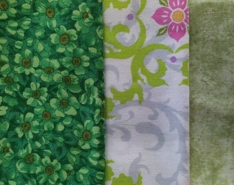 FQ002 ~ 3 Fat Quarters Green fabric Green flowers Pink swirls Quilting Quilt