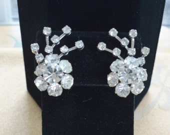 Beautiful Vintage Sparkly Floral Rhinestone Spray Clip Earrings, Silver tone (AO11)