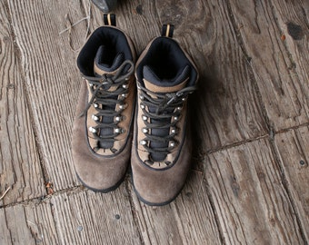 Hiking boots Suede Leather US Womens Size 8. 5  From Nowvintage on Etsy