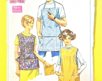 Vintage Simplicity 7974 Simple to Sew smocks and apron  vintage sewing pattern Size Small