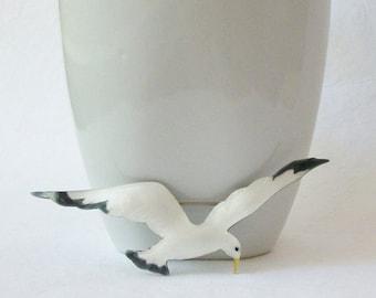 Vintage Enamel Seagull Brooch