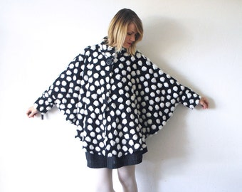 80s 90s faux fur cape. kitsch black and white cape coat - one size