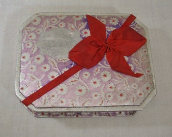 Vintage Faded Memories Paper Candy Box - Daggetts Chocolates