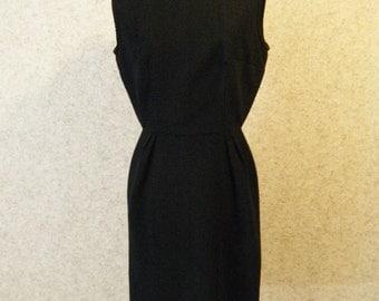 Vtg 1960s Black textured Wiggle Dress Nipped waist Medium LBD Large