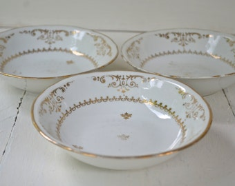 French Porcelain Petit Bowls Set with Gold Doré- Berry Haute Porcelaine Limoges (Shabby Mix Collection)