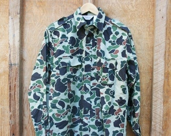 Vintage Walls Camouflauge Button Down Shirt - Men's Medium