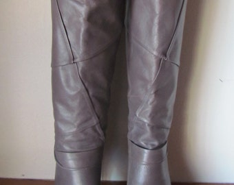 Vintage 70's 1980's Nine West Leather Heeled Boots / Unusual pattern / Grey leather boots / Tall fashion boots / Brazil / pumps