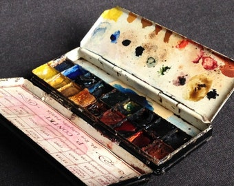 Antique rescued aquarelle. Watercolors vintage box souvenir from Paris. Painter used supply.