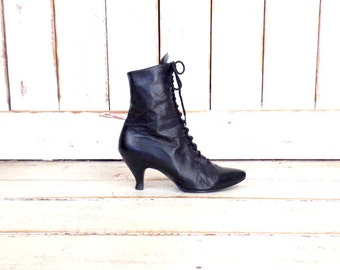Pointy black leather high heel vintage ankle boots/Victorian style boots/lace up Pixie boots/8.5