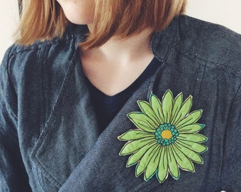 Green - flower brooch - big - thread drawn
