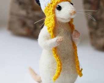 Needle felted mouse wearing crochet snowman hat