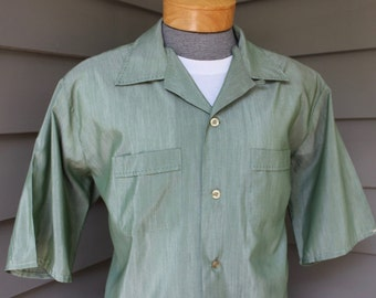 vintage late 60's -Sears- Men's short sleeve Lounge shirt. Shiny Green with tick stitch collar and pocket accenting. XL - Extra Large