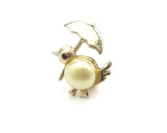 Bird Brooch. Kawaii Jewelry. Baby Chick Holding Umbrella. Glass Pearl Body. Red Rhinestone Eye. Tiny Scatter Pin. Vintage 1950's Figural