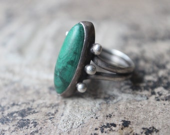 Early Style Malachite RING / Vintage Jewelry / Sterling Silver Southwestern Size 6 Ring