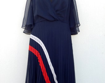 Vintage fantastic navy blue caped 70s dress with pleats