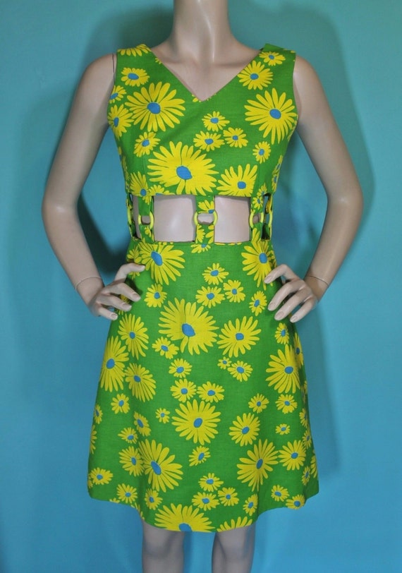 Vintage 1960s Green and Yellow Daisy Print Dress Small Size