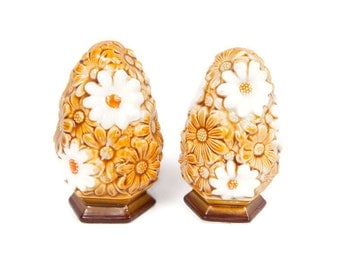 Vintage Fred Roberts Daisy Salt Pepper Shakers Made in Japan Retro Kitchen 1970s