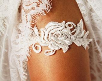 Wedding Garter Bridal Garter - Soft White / Ivory Flower Lace Garter - Vintage Wedding Bridal Garter Belt