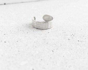 Benchmark Ear Cuff / sterling silver / modern minimal line pattern