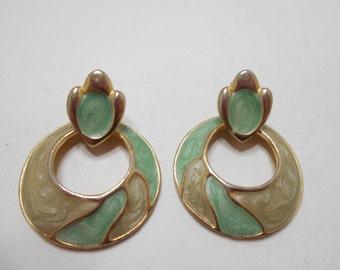 Vintage Green Enamel Dangle Pierced Earrings (6538)