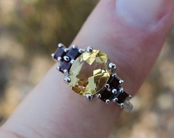 Beautiful Vintage 925 Sterling Silver Citrine and Garnet Ring