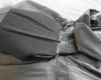 1950s A-Line Black Wool Fabric Hard Case, Top Handle, Top Snap Closure Ladylike Pocketbook HANDBAG Purse. Grace Kelly Style Chic Fashion Bag