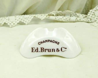 Vintage Milk Glass Mid Century Champagne Ed.Brun & Cie Ashtray / French Cafe Decor / Retro Vintage Home Interior / Man Cave / Tobacciana