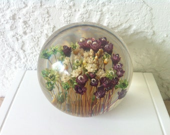 Vintage Paperweight, Clear Acrylic, Strawflowers, White, Green, Purple,