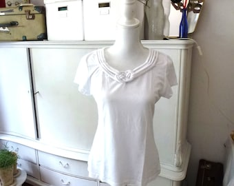 nautical knot t-shirt- white shirt- size L- stretch white top- cord knotted top