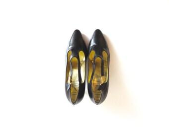 VALENTINO GARAVANI Vintage Valentino Garavani Haute Couture Collection by Rene Caovilla Made in Italy Black Leather Shoes, sz. 8 1/2