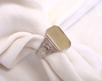 14K Gold Signet Ring - Gents or Ladies White Gold Un-Monogrammed Signet Ring - Size 8 1/2   5.25 Grams
