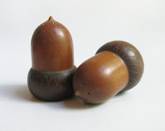 Acorn Salt & Pepper Shakers. Vintage Mid Century Wood Acorn Salt + Pepper Shakers.